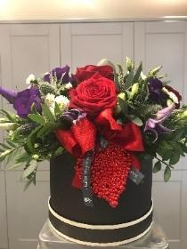 6 Red Roses in Hat Box